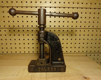 Vintage Toledo No. 00 Bench Mount Pipe Vise