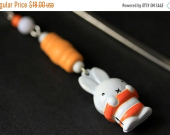 MOTHERS DAY SALE Easter Rabbit Bookmark. Beaded Bookmark. Easter Bunny Bookmark. Book Hook Book Charm. Handmade Bookmark.