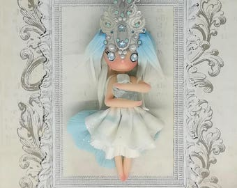 Queen of the ice doll necklace