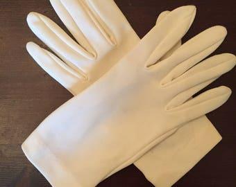 1950s Women's white driving gloves