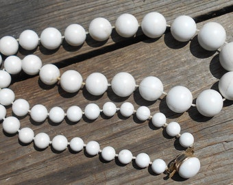 Vintage chunky white necklace vintage marked Hong Kong 1950s jewelry