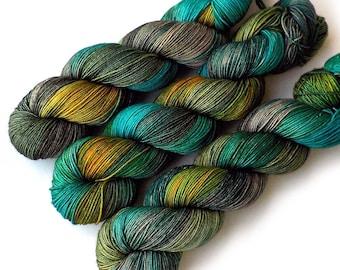 Chaussette de teint fil serré Twist Merino Cachemire Nylon Fingering - tachetée Glade, 400 yards