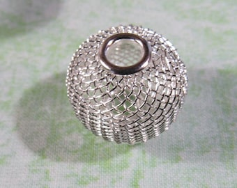 20 Wire Mesh Beads 25mm Silver (B377)