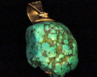 Turquoise Nugget Pendant Silver Tone Metal Vintage Southwestern Necklace SWN134