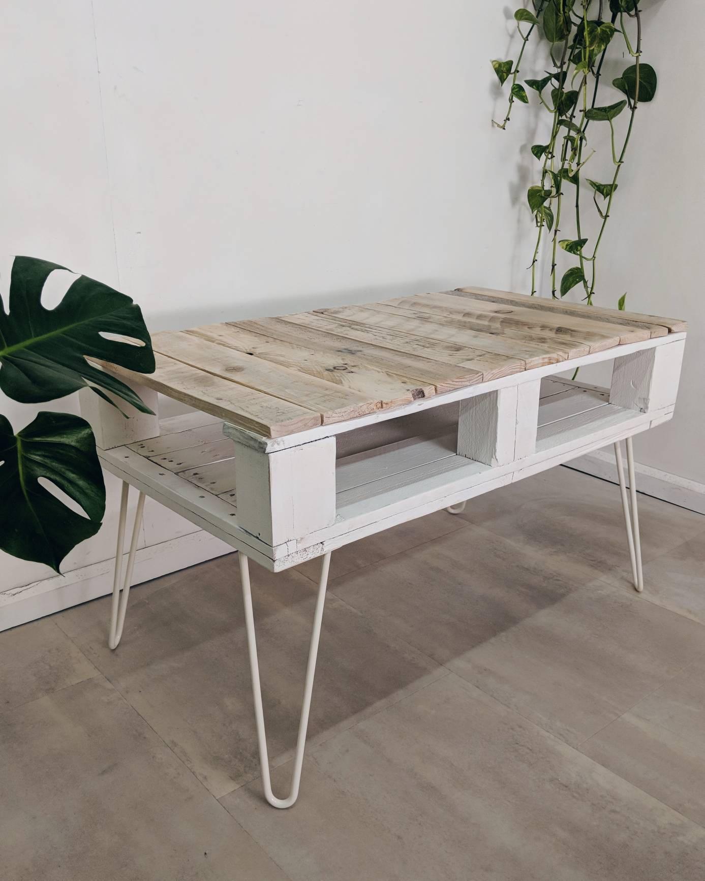 Reclaimed Pallet Coffee Table LEMMIK Single Deck in Farmhouse