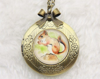 Necklace locket squirrel 2020m
