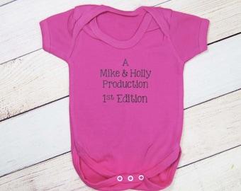 Baby Announcement Bodysuit - Pregnancy Announcement - Pregnancy Reveal - Parent Production - We're Having a Baby - Baby Time