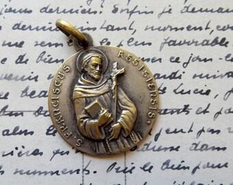 St Francois d'Assise  vintage Medal. Religious necklace.