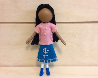 Avril - Dollhouse doll - Miniature doll - Bendy doll - Faceless doll - Pocket doll - Waldorf doll - Montessori toy