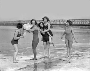 Icy Beach Girls 1920's Photo
