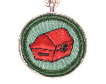 Red Treasure Chest Necklace Collector Authentic Girl Scout Badge Silver Pendant Chain 24 Inches Gift