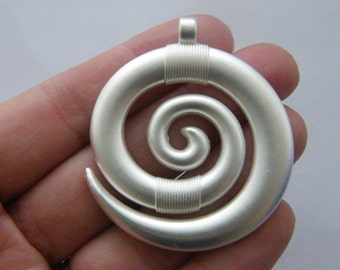 1 Spiral pendant whitish silver plated FM10
