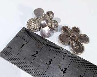 4 Tibetan Style Silver Plated Flower Shank Button - Pack of 4 MB27