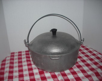 Vintage Hammered Club Aluminum Hanging Pot with Lid