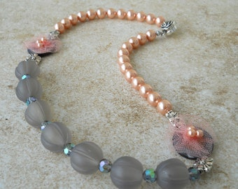 Grey and pink pearl rosette necklace