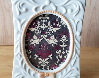 Avon Vintage 1981 The Tapestry Collection Porcelain Photo Frame
