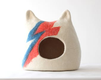 Ziggy Stardust Cat bed , cat cave, wool cat house, felted pet bed, cat bed with ears, pet bed, pet cave, small dog bed, gift for cat lovers