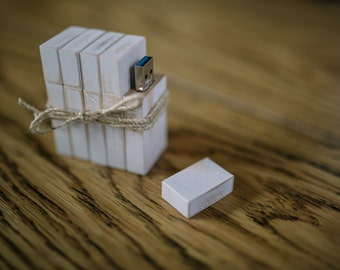 Vintage White Wash Wooden USB 3.0 8GB-16GB