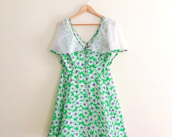 Vintage Daisy Green Purple Floral Mini Dress // Retro Flower Dress // Angel Sleeve Novelty Print Dress // 1960s