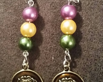 Mardi gras earrings with round discus