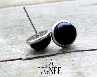 Black fused glass stud earrings, small earrings studs, small stainless stud earings 8mm, boucles d'oreilles