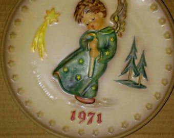 M J Hummel Heavenly angels 1971 vintage ceramic plate limited edition first edition rare scarce and near mint find.  Nwob, Hummel and Goebel