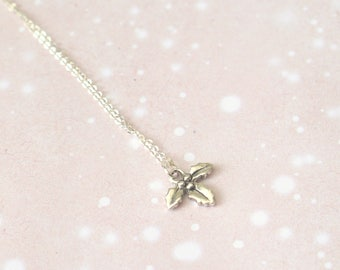 Sterling Silver Christmas Holly Necklace / Festive Jewelry, Simple Silver Necklace, Christmas Party / Jewellery Gifts, Gift For Women