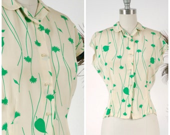 Vintage 1950s Blouse - Charming Ivory and Kelly Green 50s Short Sleeve Blouse with Climbing Floral Print