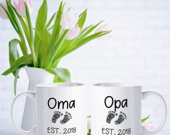 Oma and Opa Mug Set, Pregnancy Announcement, Oma Est 2018, Opa Est 2018, Personalized grandparents gifts in German, gift for oma, opa gift