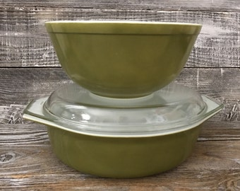 Vintage Pair Pyrex Green Verde Avacado Casserole 045 2 1/2 qt. With Lid & 403 2 1/2 qt. Mixing Bowl