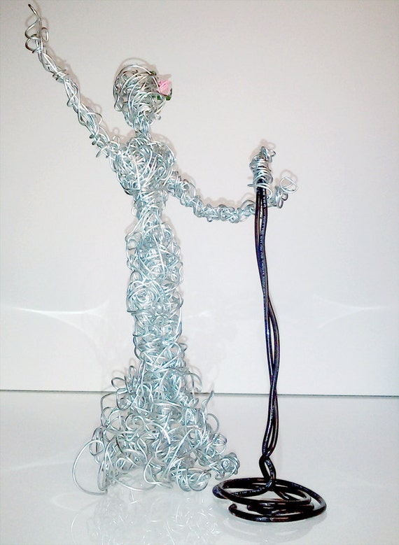 how to make a wire sculpture person