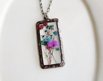 Framed Flower Pendant Necklace, Baby's Breath Necklace, Pressed Flowers Necklace, Nature Gift, Resin Jewelry, Botanical Necklace