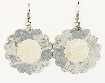 Recycled Vinyl Flower Earrings - Blue/Cream