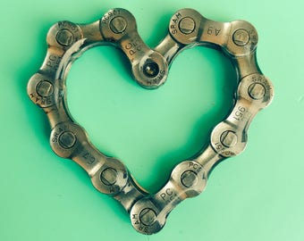 LINKED - Heart Chain Magnet