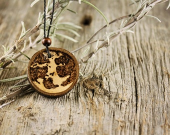 Wood necklace // World
