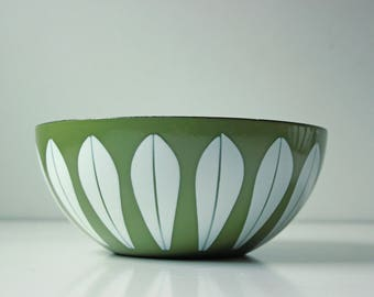 "8"" vintage Cathrineholm Norway lotus enamel bowl avocado green"
