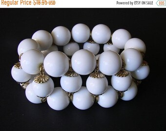 SALE Chunky White Vintage Lucite Bead Bracelet * Gold Tone Caps * Stretch * Statement * Jewelry * Jewellery