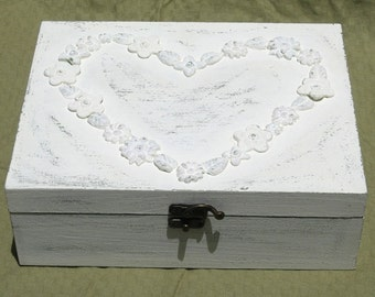 Creamy Shabby Chic Home Decor JEWELRY BOX, jewelry organizer, jewelry box vintage