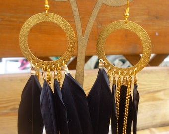 Dangling earrings with black feathers