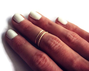 Set of two 14k yellow gold filled stacking rings, gold twist and hammered. Midi rings/stackable rings