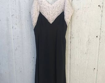 Vintage 40's Black Lace Nightgown Size 32 | Size X-Small