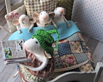 felt mouse, white felted mouse, miniature mouse, mouse's coat, miniature animal, felting animal. Mouse-mother with pups
