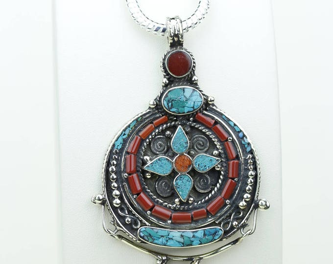 Can't let this Go! Coral Turquoise Native Tribal Ethnic Vintage Nepal Tibetan Jewelry OXIDIZED Silver Pendant + Chain P3956