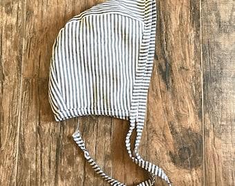 Striped bonnet (gray)