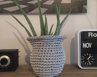 Basket/vase cover in crochet hook crochet
