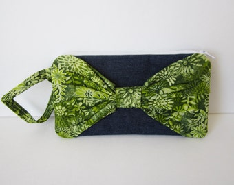 Bow Clutch Purse, Denim Wristlet Purse, Denim Purse, Green Wristlet, Gift Under 15, Gift for Girl, Fabric Wristlet, Fabric Clutch
