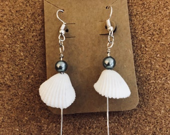 Baby clam shell earrings with 2 gray beaded pearls
