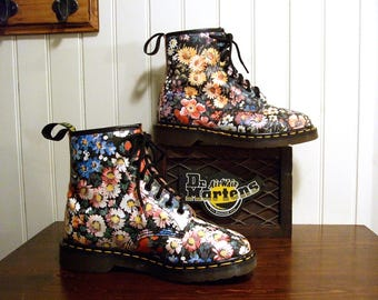 RARE Flowered Sienna Miller Dr Martens Made in E*N*G*L*A*N*D 1460 Floral Combat boots UK 6 ... USA ... Men's 7 and Women's 8