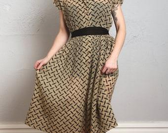 Crepe Dress in Tread Print