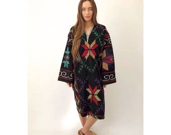 Supernova Dress // vintage embroidered boho black cotton midi needlepoint Indian tunic caftan suzani hippie hippy blouse sun 70s 1970s / O/S